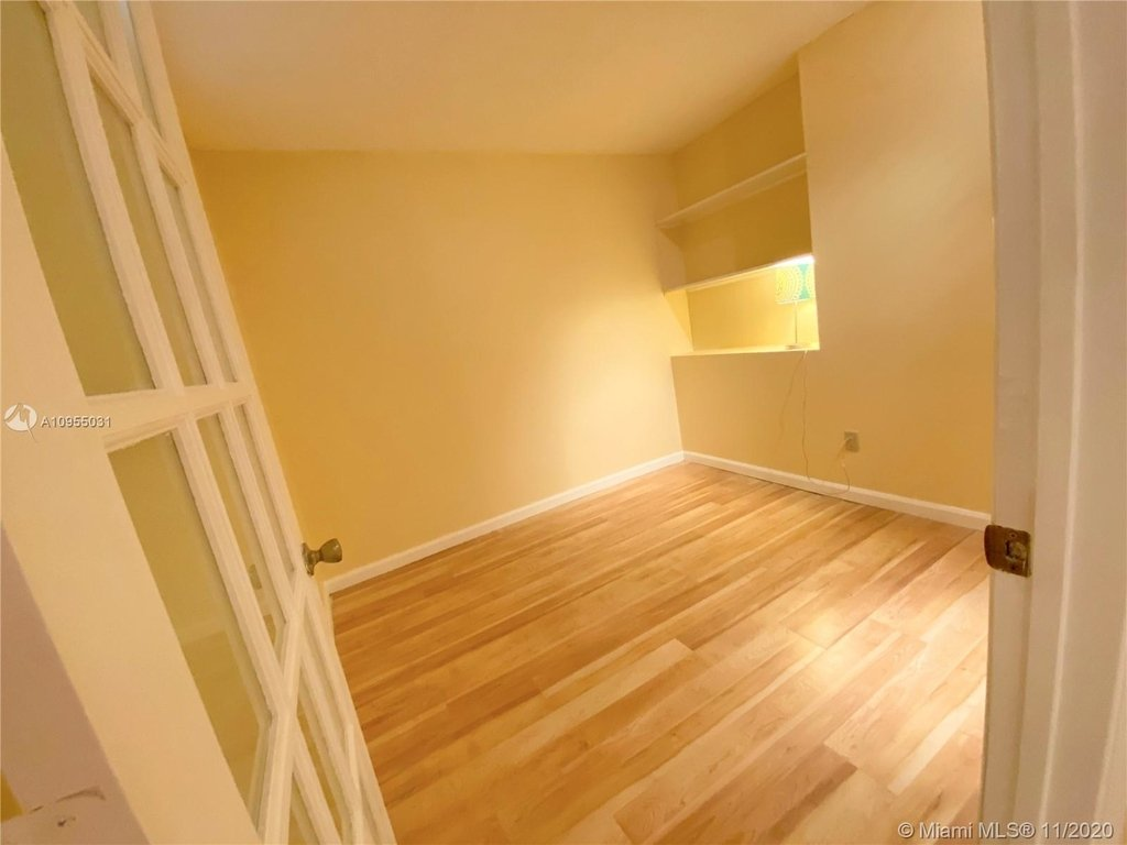 6039 Collins Ave - Photo 11