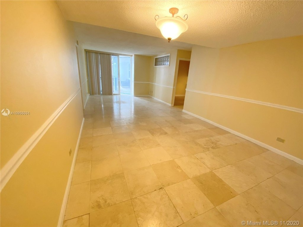 6039 Collins Ave - Photo 9