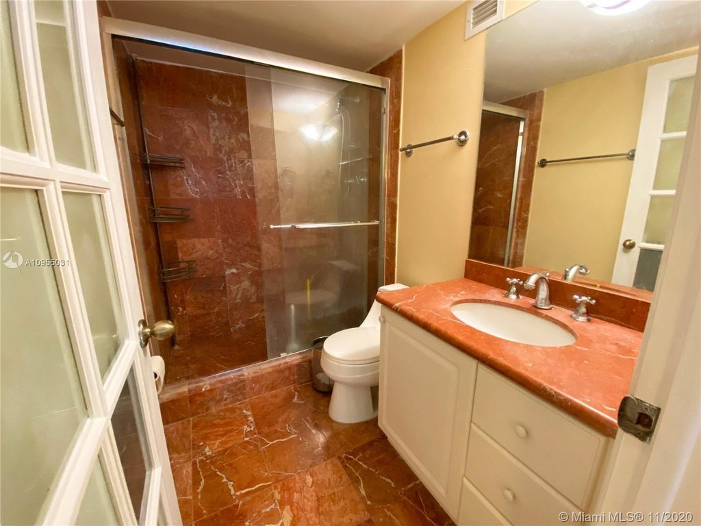 6039 Collins Ave - Photo 8