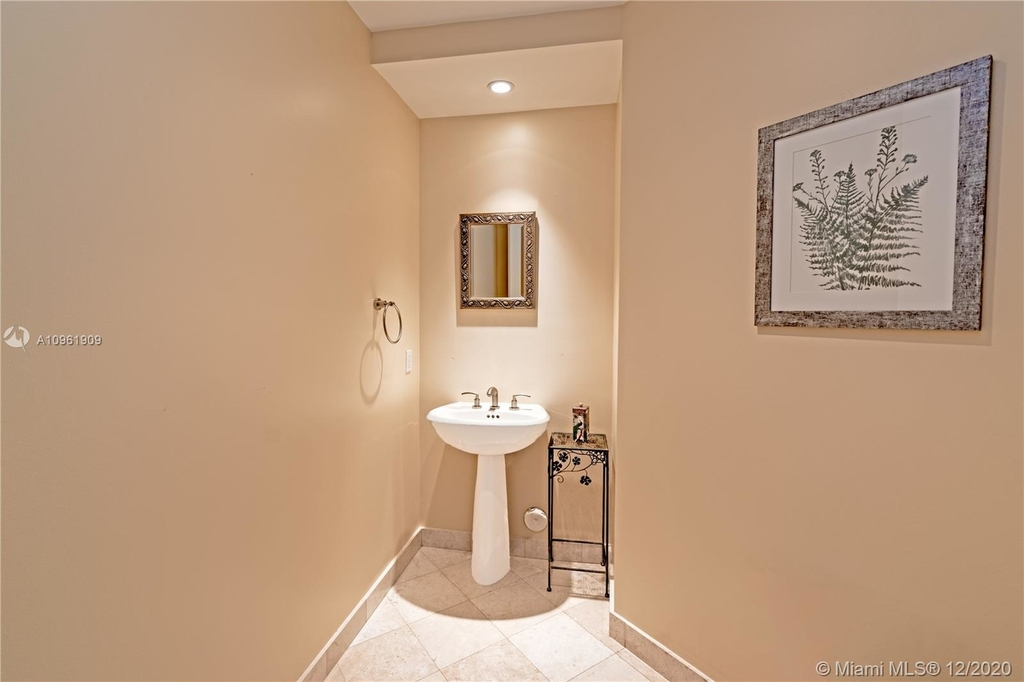 16047 Collins Ave - Photo 20