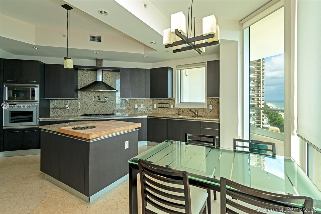 16047 Collins Ave - Photo 11