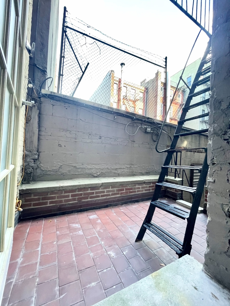 Mott Street / Elizabeth St. - Photo 5