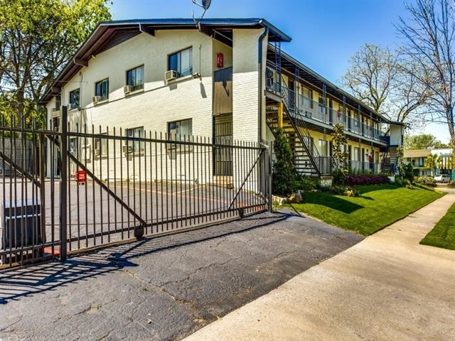 5722 Gaston Avenue - Photo 11