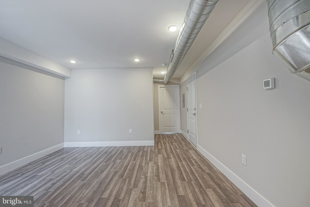 1070 N Front Street - Photo 4