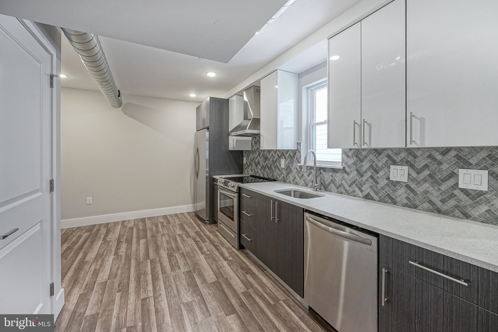 1070 N Front Street - Photo 7