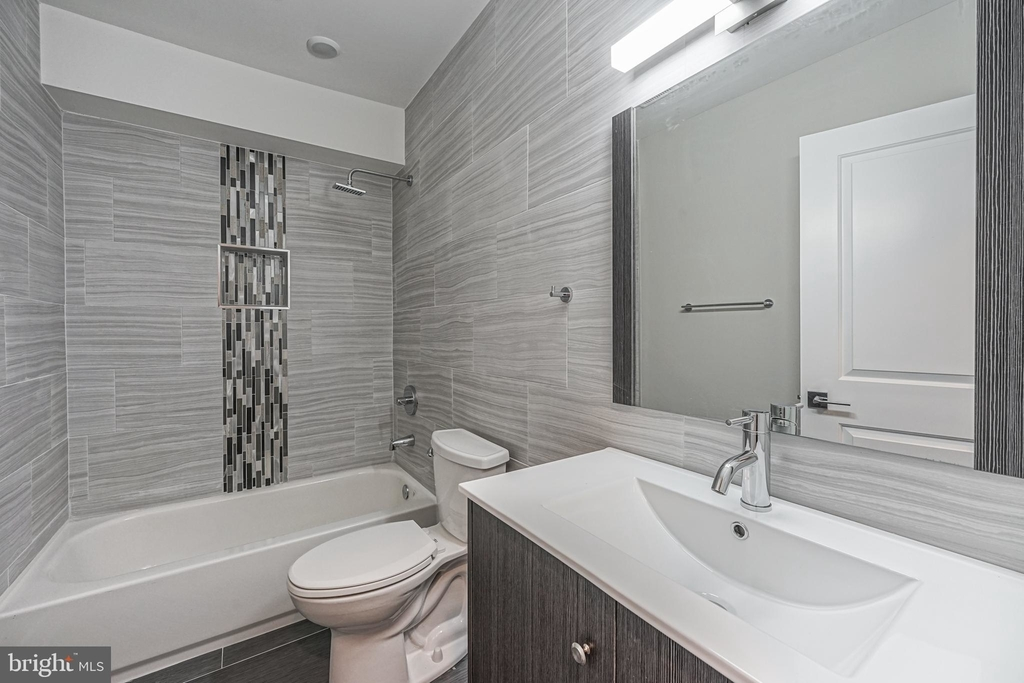 1070 N Front Street - Photo 12