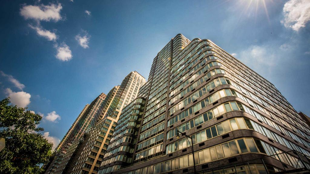 140 Riverside Blvd - Photo 2