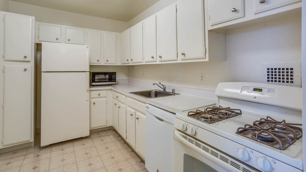 3003 Van Ness St. Nw - Photo 2