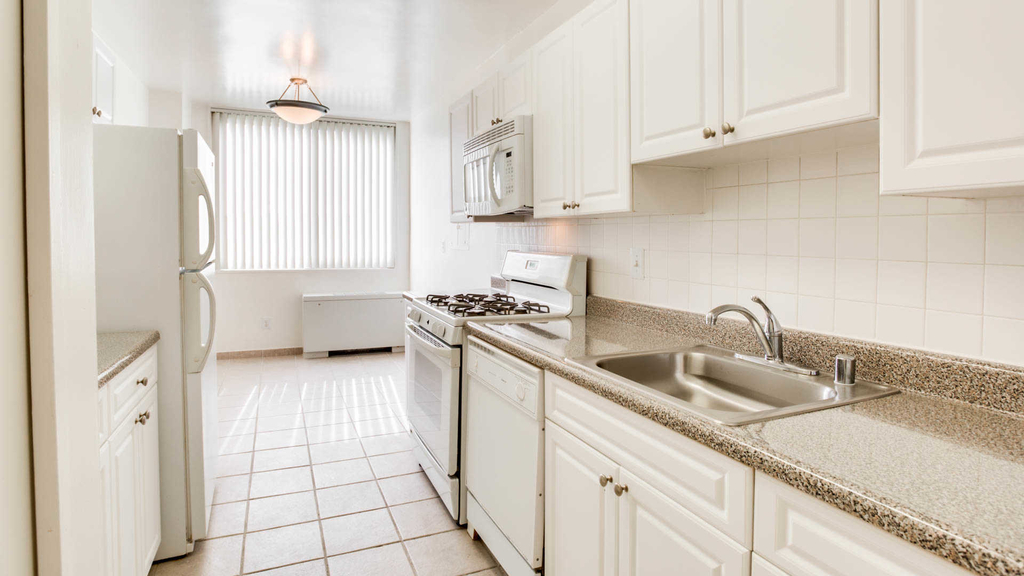 3003 Van Ness St. Nw - Photo 4