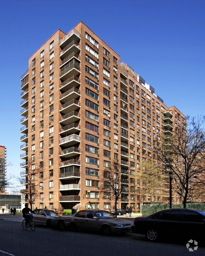 West 97th street and Columbus avenue - Photo 5