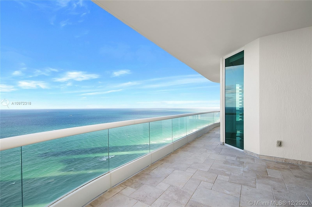 16051 Collins Ave - Photo 14