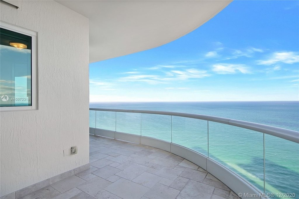 16051 Collins Ave - Photo 11