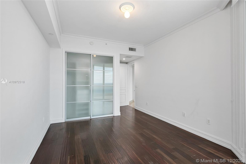16051 Collins Ave - Photo 12