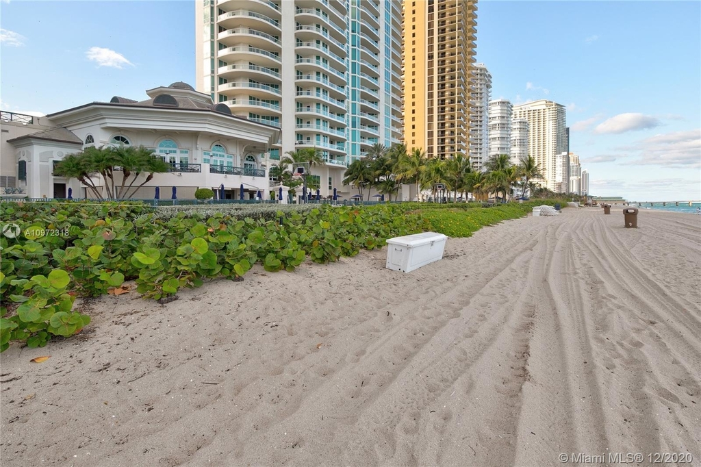 16051 Collins Ave - Photo 27