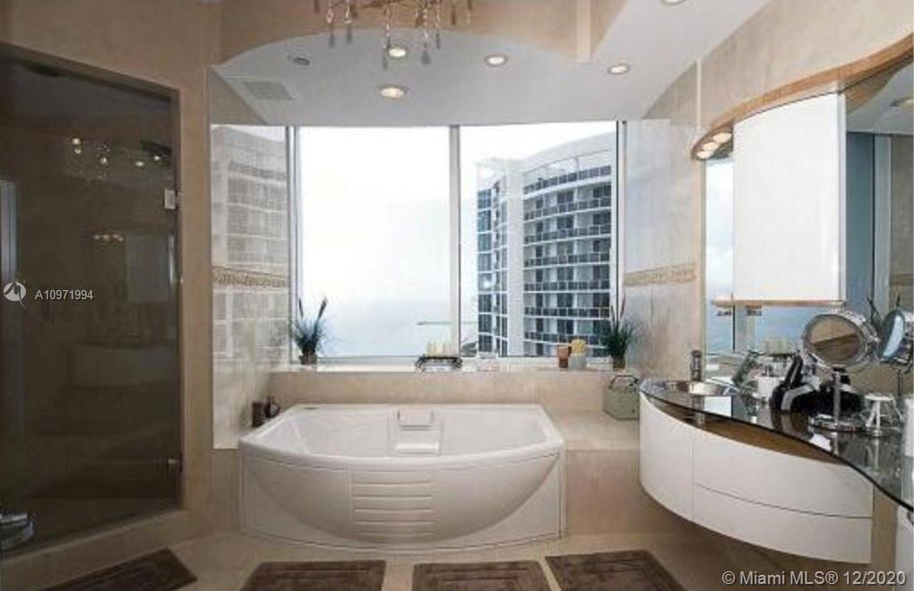 18101 Collins Ave - Photo 7