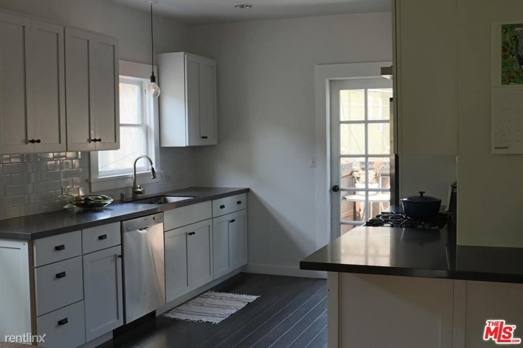 127 Brooks Ave # 1/2 - Photo 5