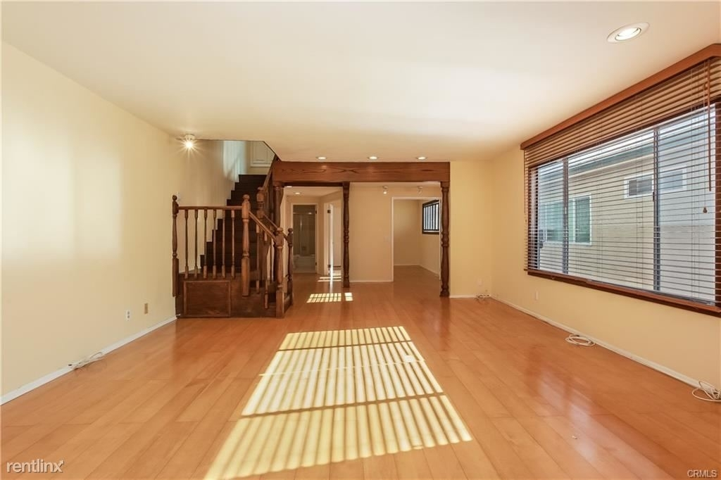 11849 Mayfield Ave Apt 103 - Photo 1