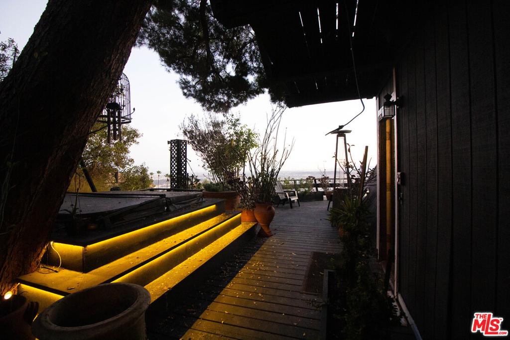 2144 Sunset Plaza Dr - Photo 21