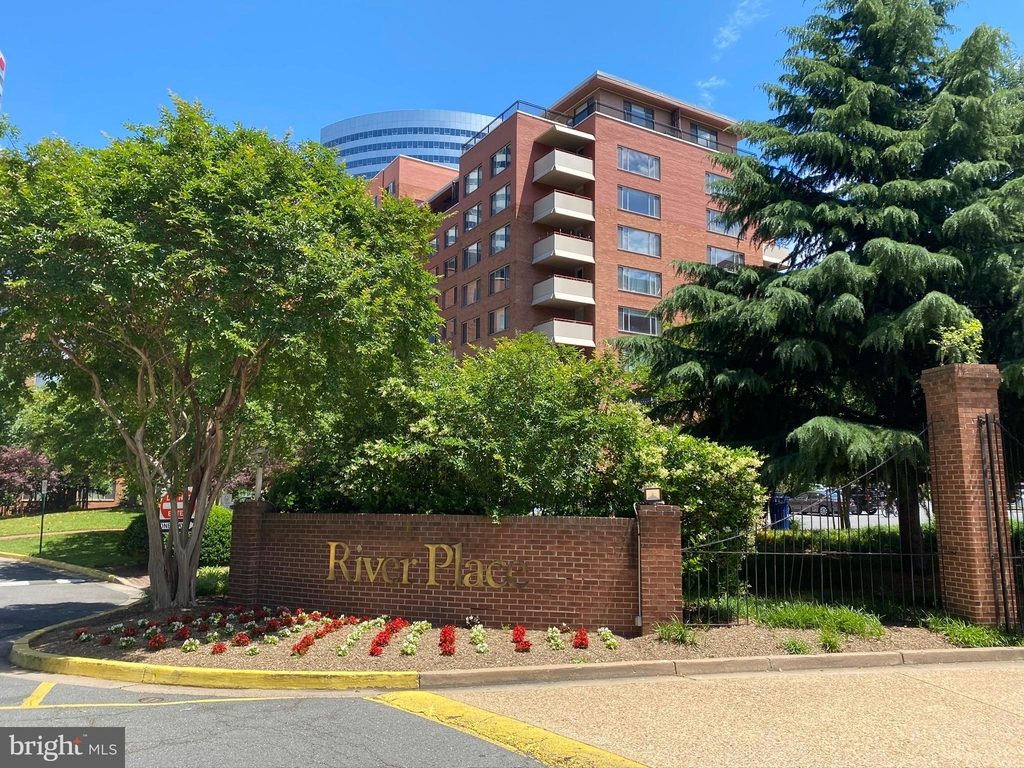 1121 Arlington Boulevard - Photo 36