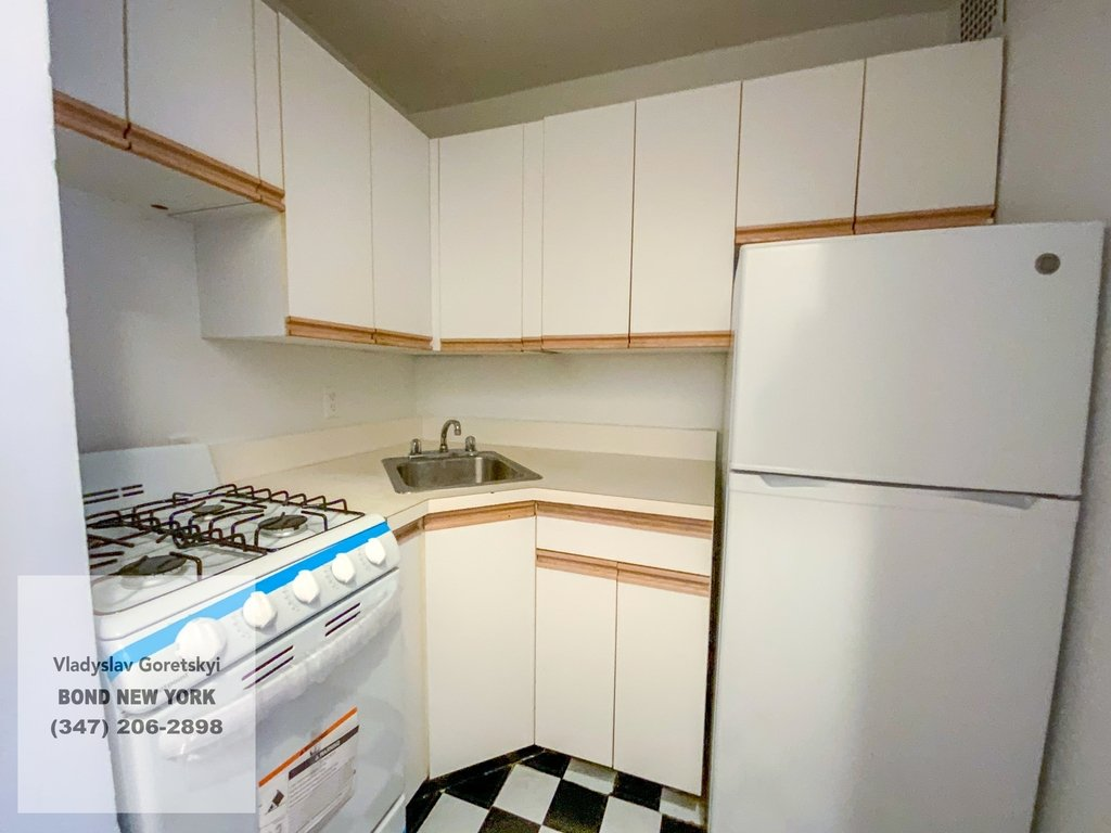 East 83rd Street - Photo 11