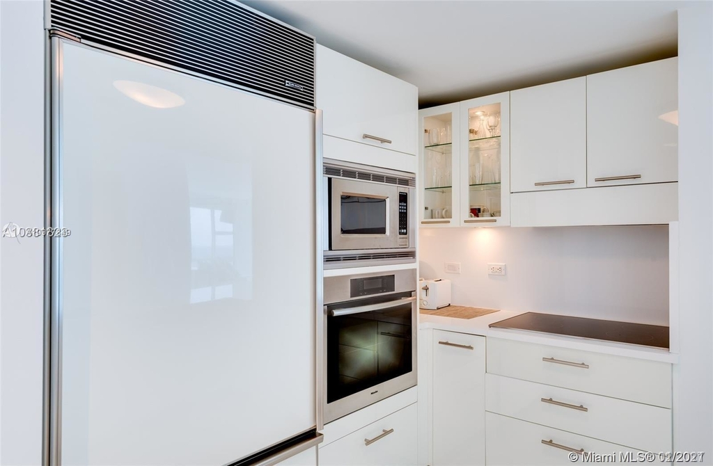 6801 Collins Ave - Photo 16