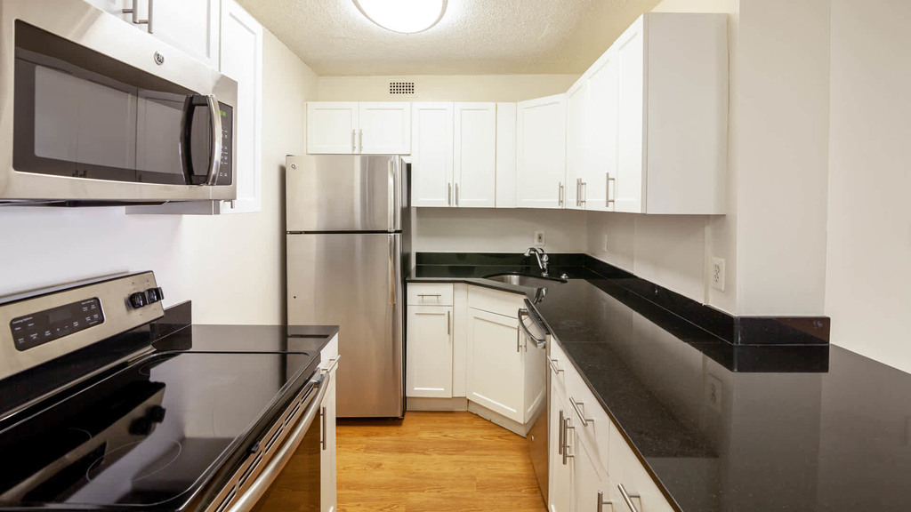 4850 Connecticut Ave. Nw - Photo 5