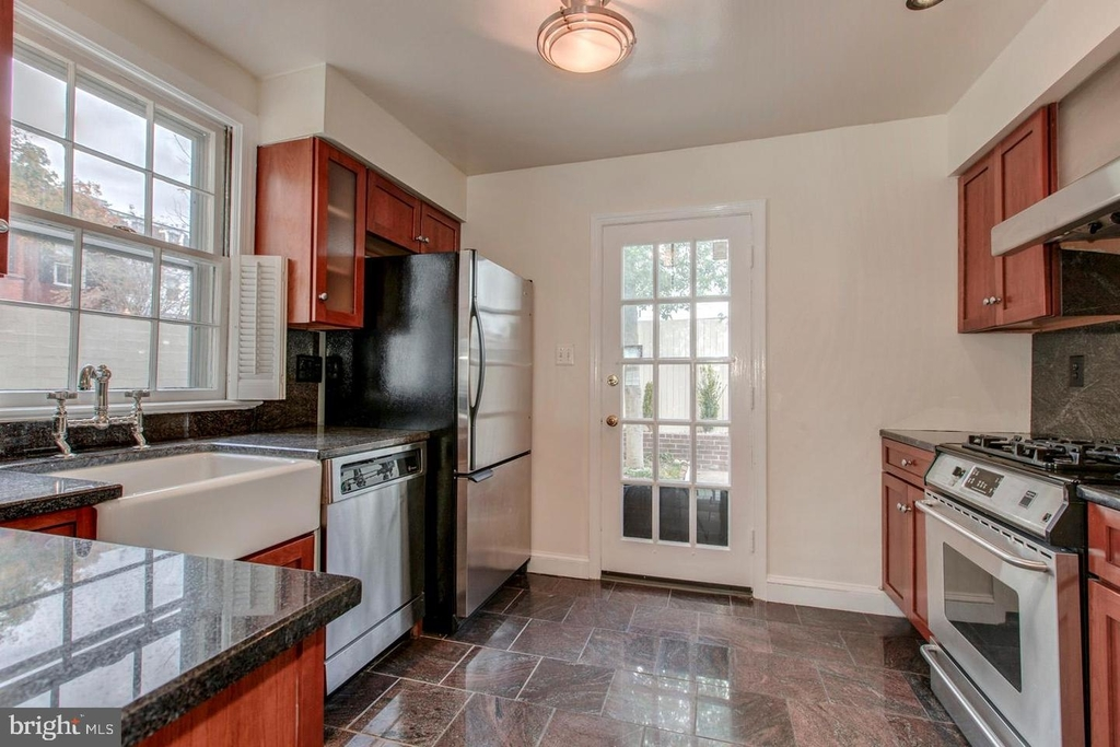 1401 35th St Nw - Photo 9
