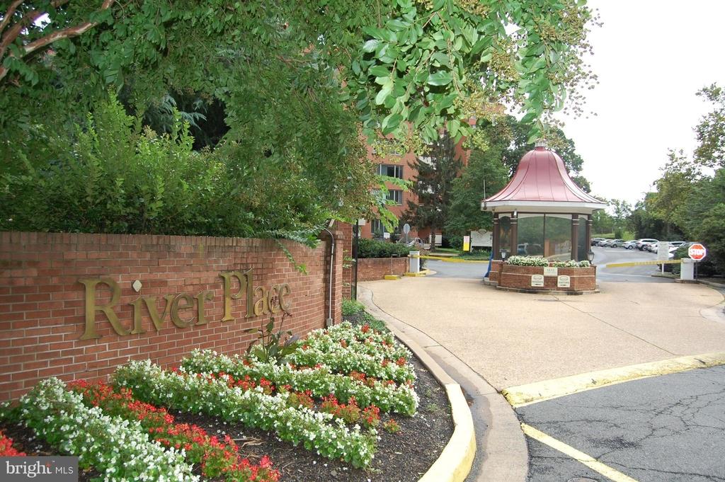 1021 Arlington Boulevard - Photo 16
