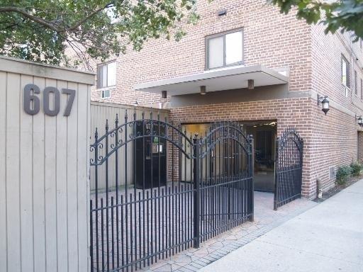 607 West Wrightwood Avenue - Photo 0