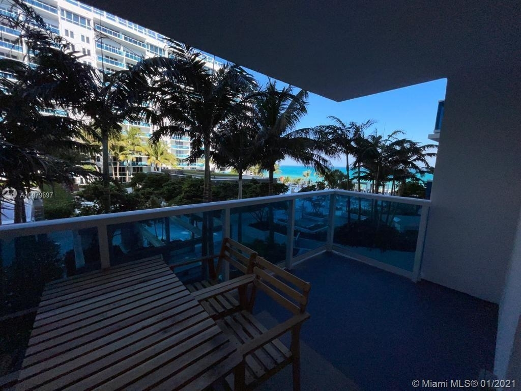 2301 Collins Ave - Photo 2