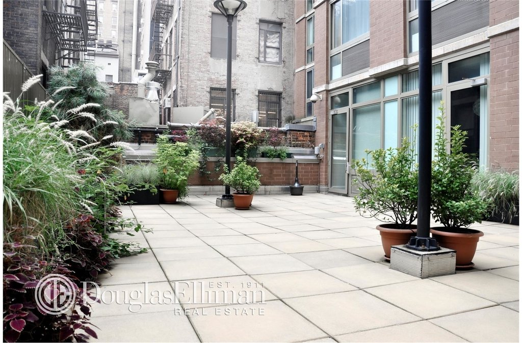121 East 23rd St - Photo 5