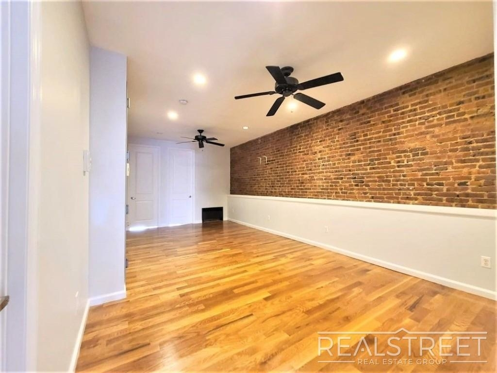 432 Rogers Ave - Photo 2