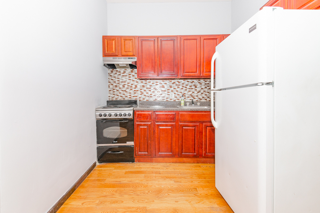 901 Willoughby Avenue - Photo 3