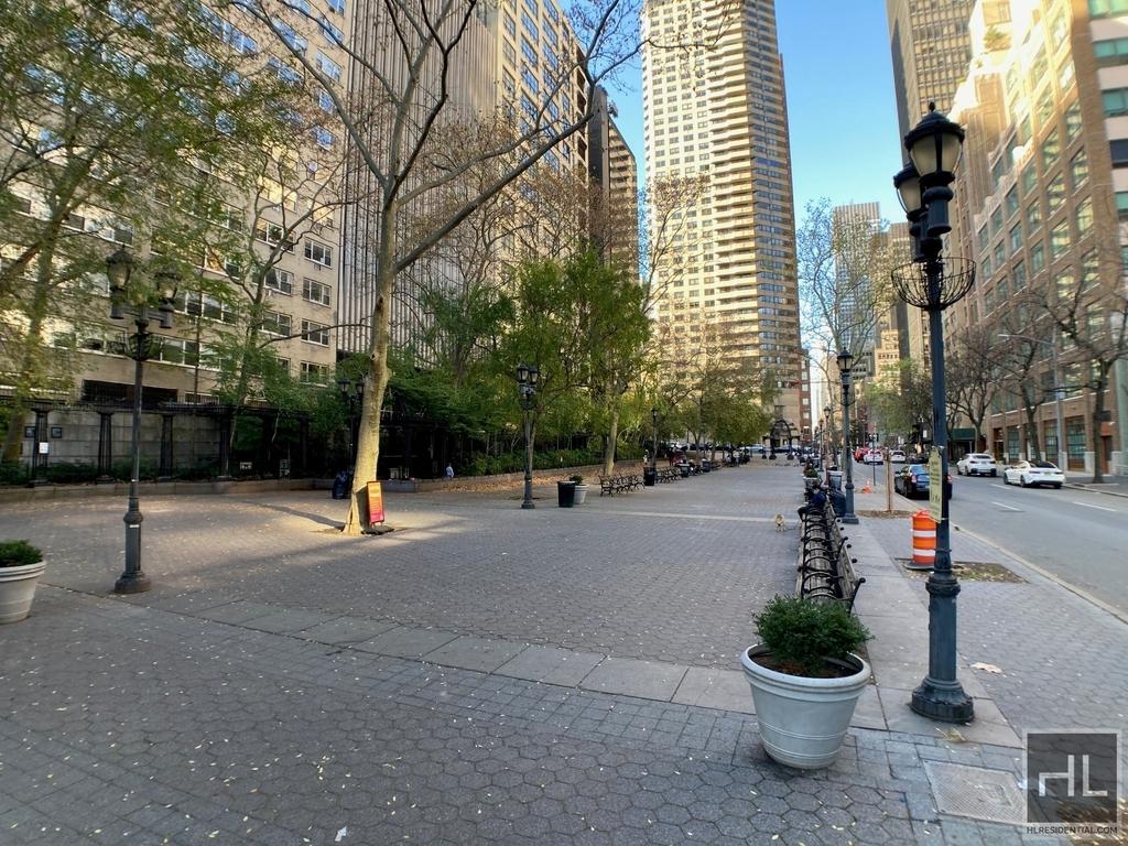 East 47th Street - Photo 5