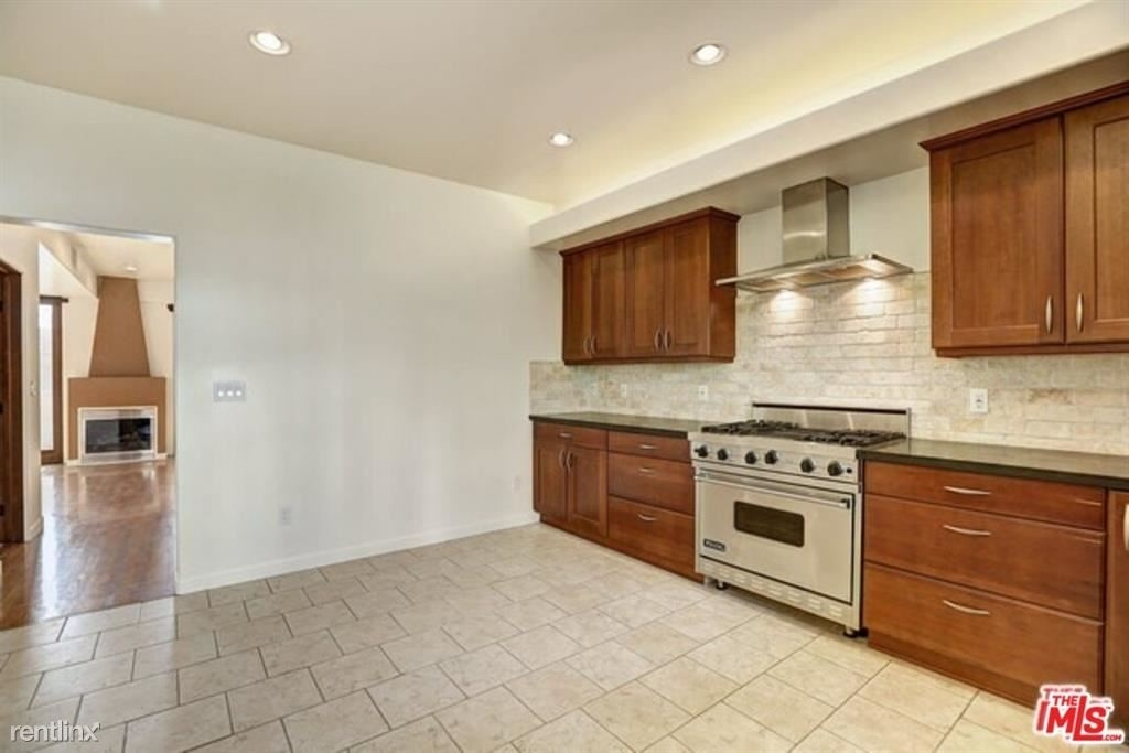 210 Pacific Ave - Photo 4