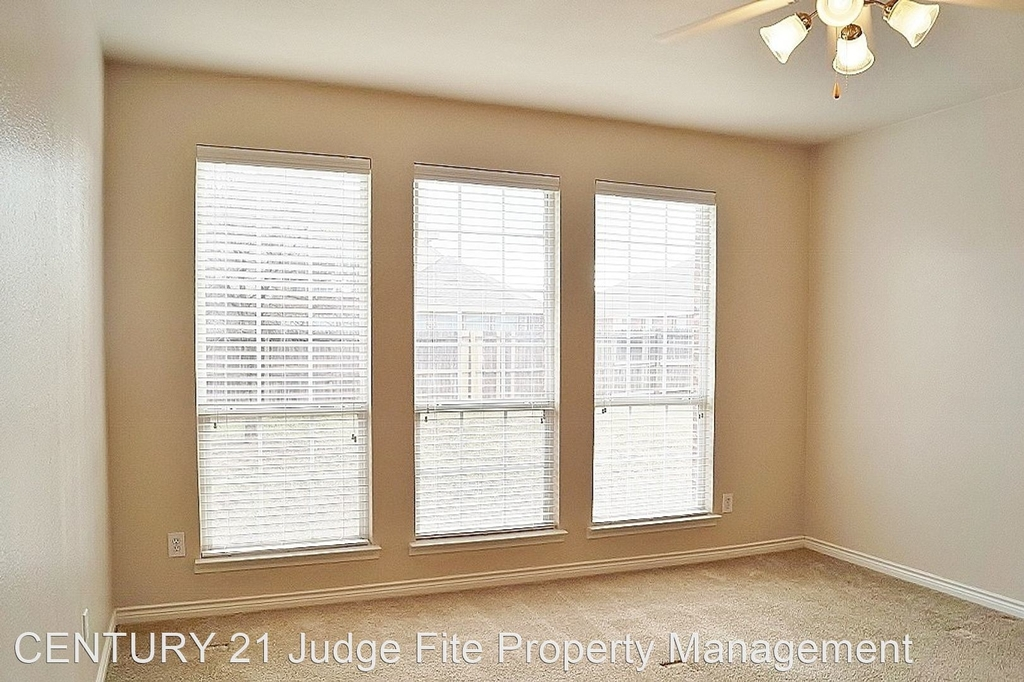 8221 Laughing Waters Trail - Photo 7