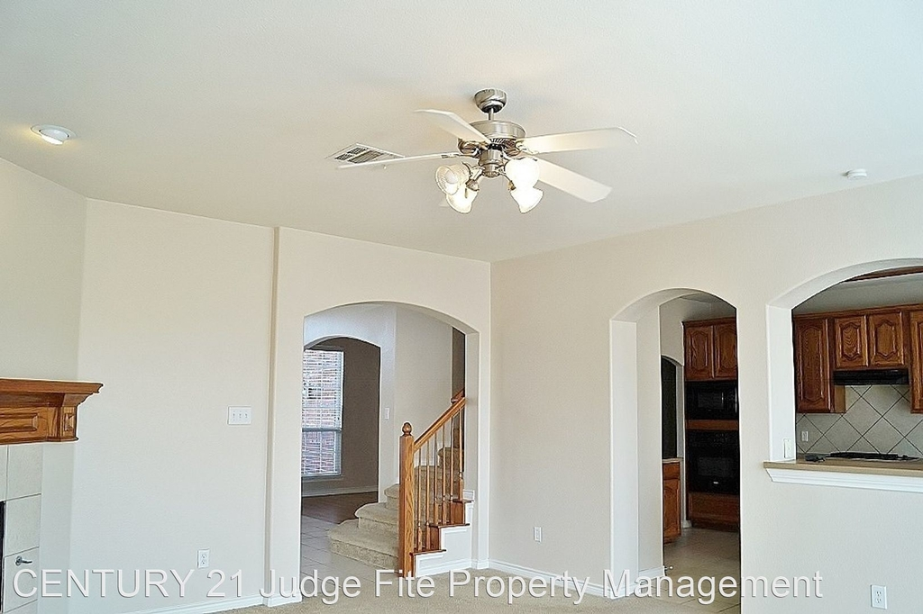 8221 Laughing Waters Trail - Photo 2