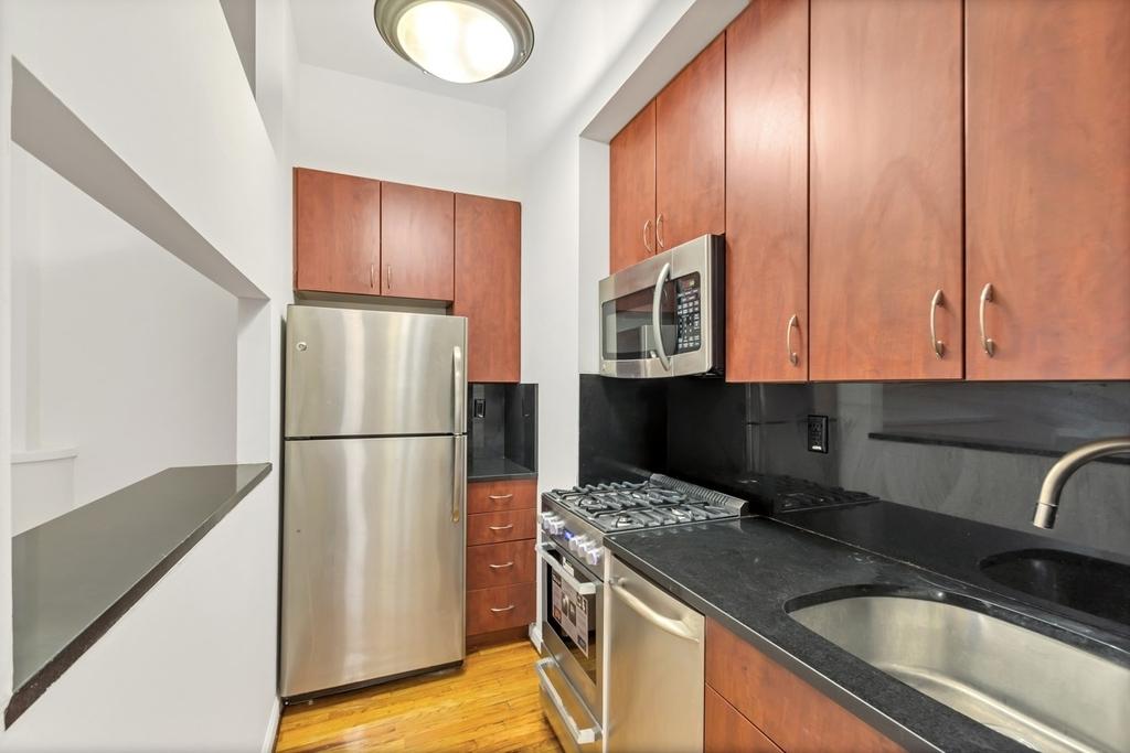 121 Madison Avenue - Photo 2
