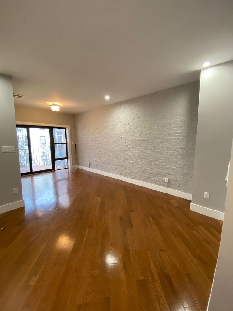 423 East 82nd Street - Photo 5