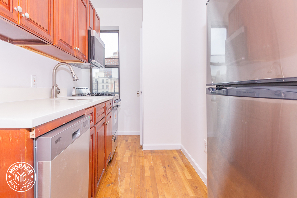 879 Dekalb Avenue - Photo 1