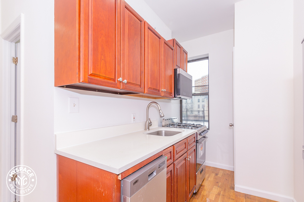 879 Dekalb Avenue - Photo 3