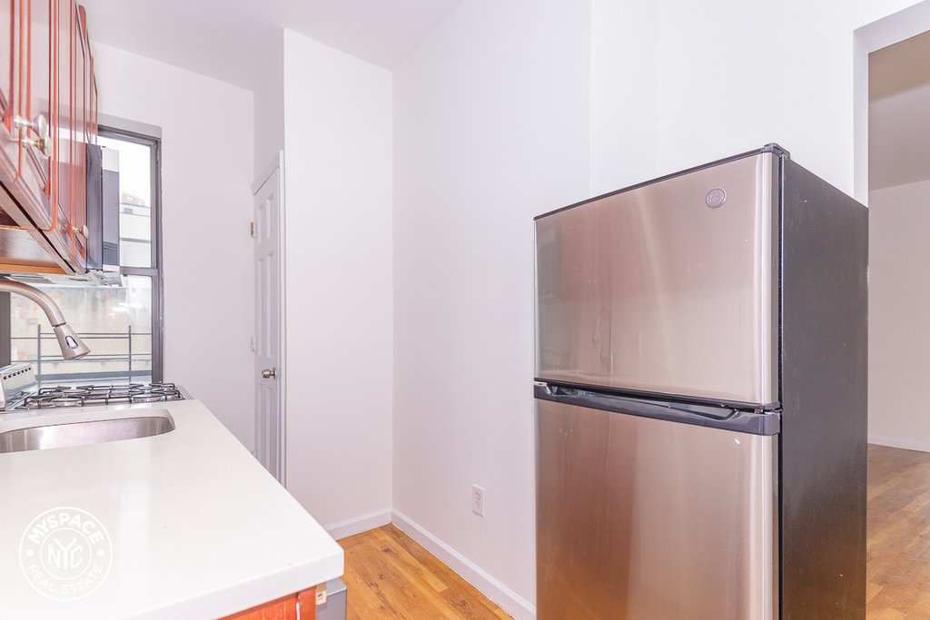 879 Dekalb Avenue - Photo 4