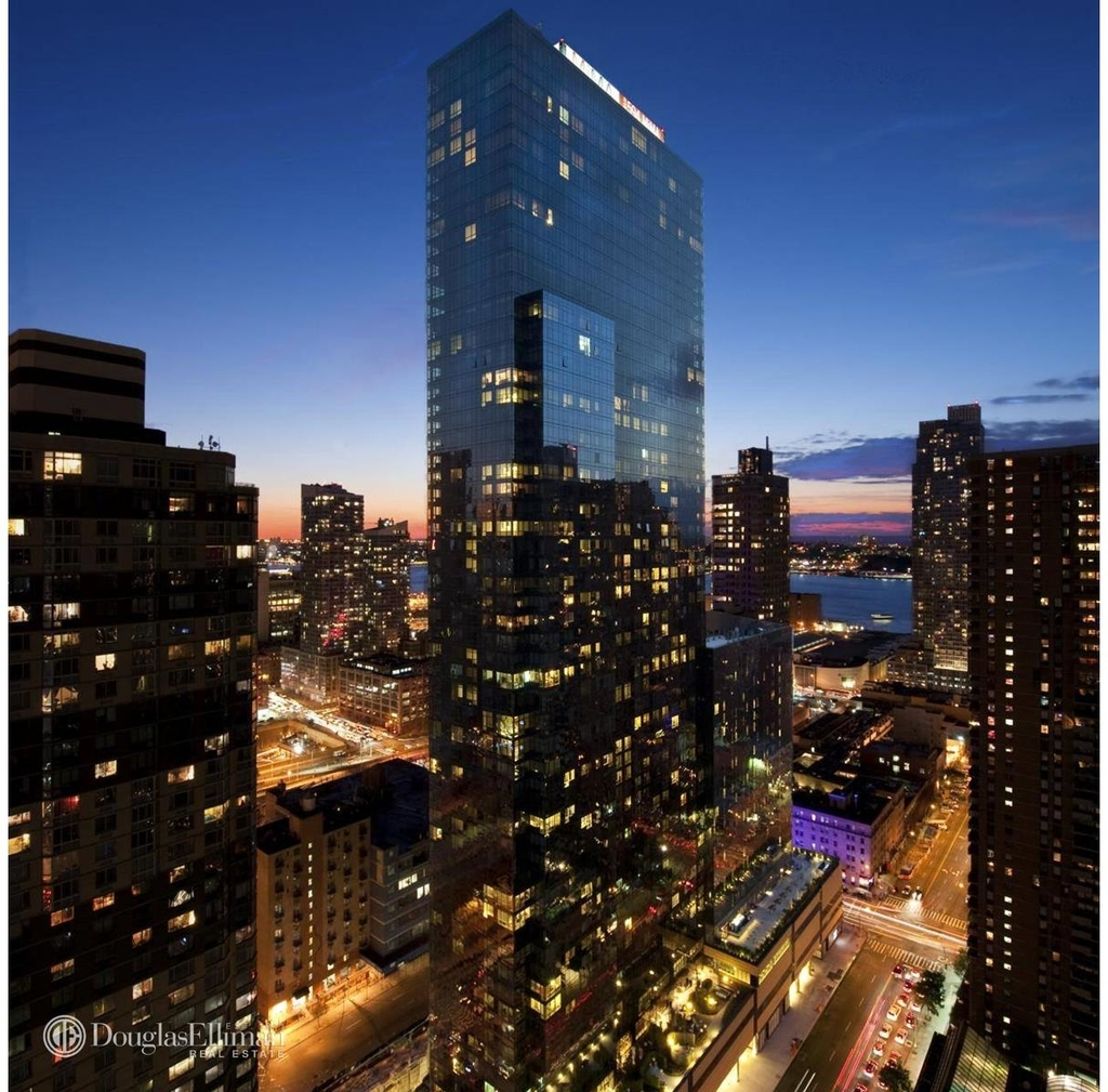 450 West 42nd St - Photo 0