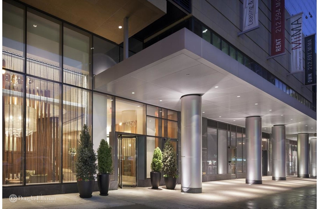 450 West 42nd St - Photo 1