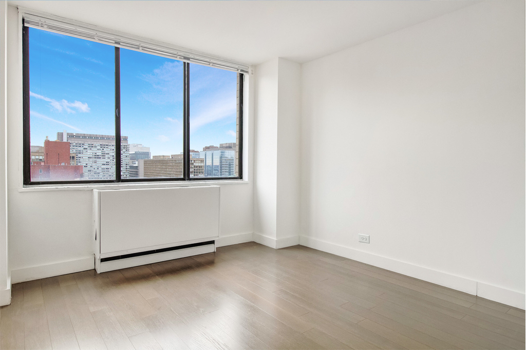 312 East 30th Street - Photo 2