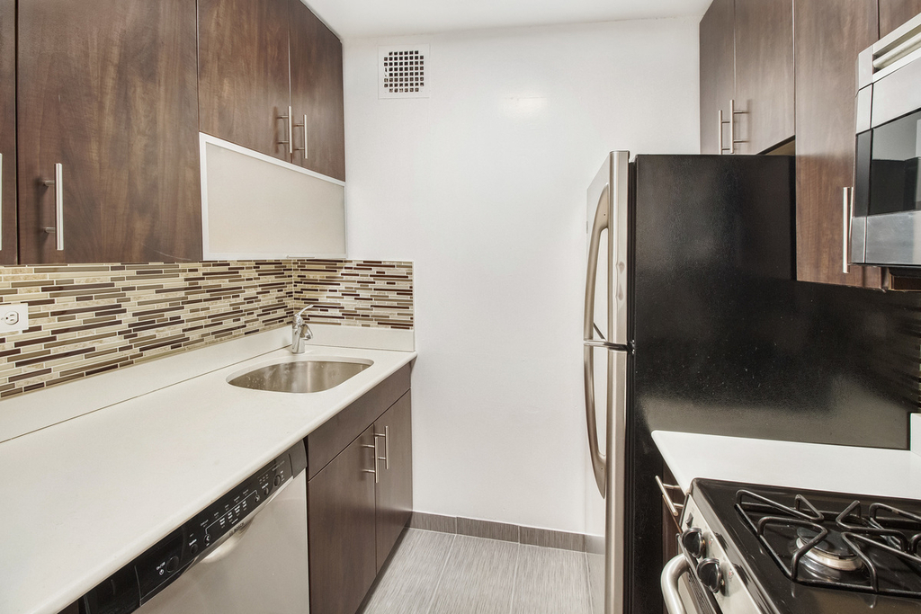 312 East 30th Street - Photo 3