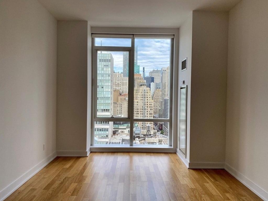 Sixth Avenue - Photo 4
