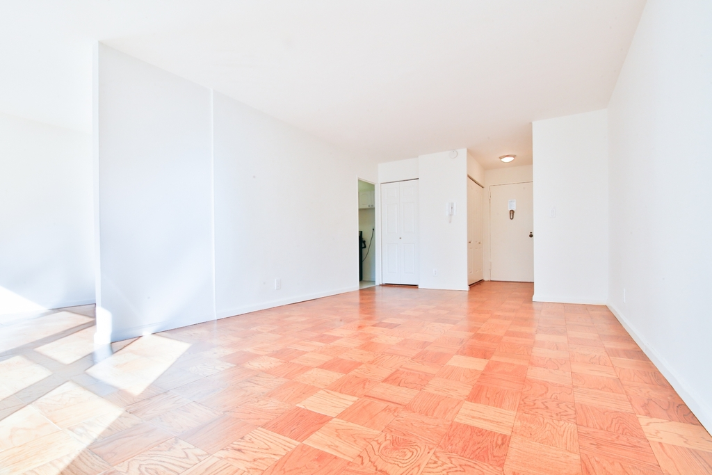 236 East 36th Street - Photo 2