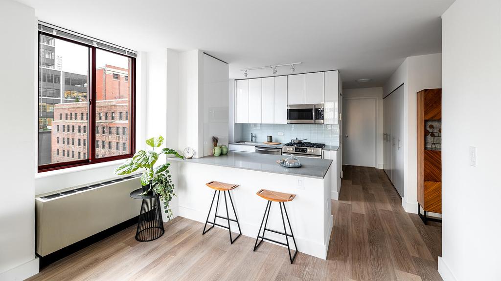 444 West 35th Street - Photo 3