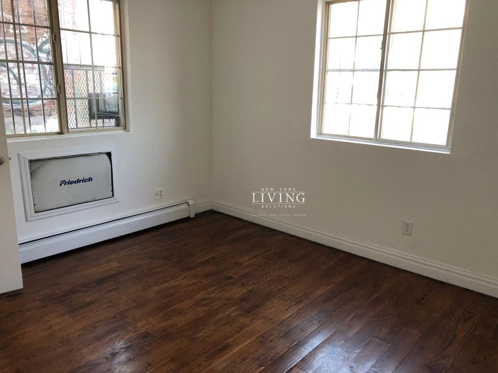 328a Irving Ave - Photo 2